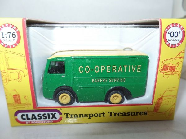 Classix EM76671 1/76 OO Scale NCB Electric Milk Float COOP Bread Bakery